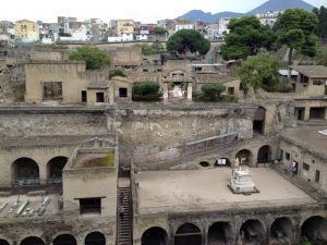 1 Threathened Loyalties - Life with the rich and famous of Herculaneum